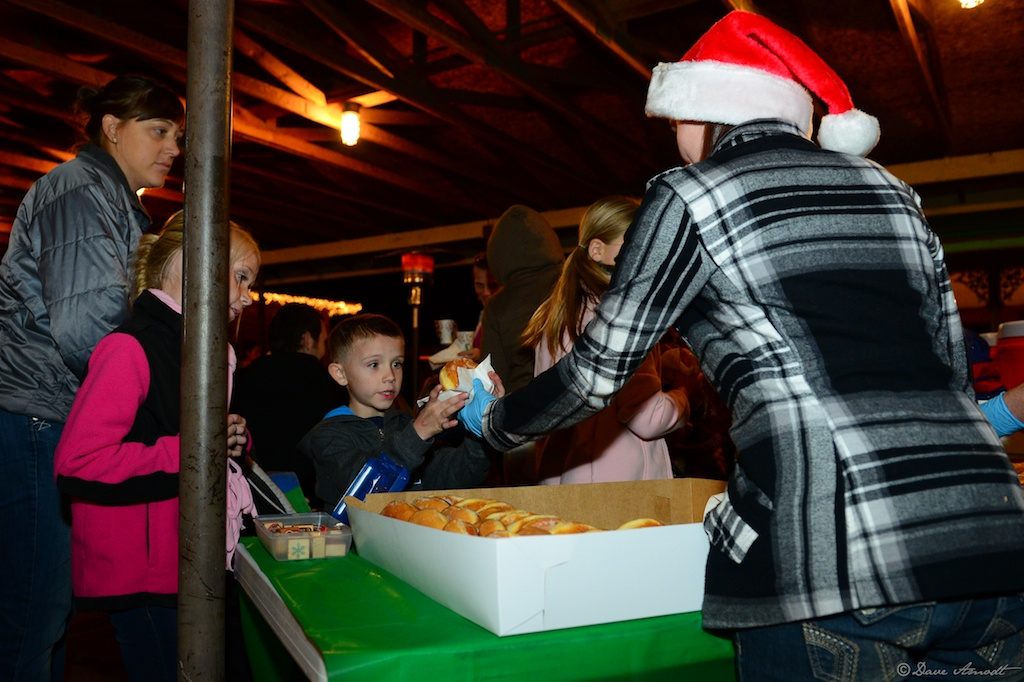 Pineview High Schools Future Business Leader of America hand out donuts and hot chocolate at the Christmas in Dixie event