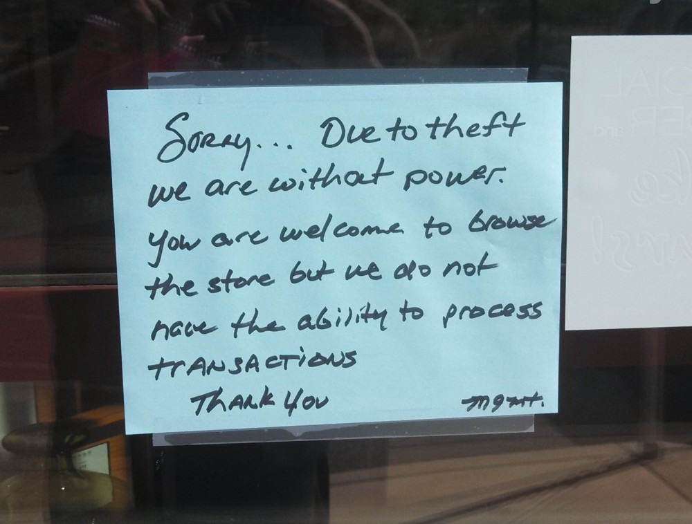 A Notice Outside Furniture Row Alerting Costumers Of The Storeu0027s Lack Of  Power, St.
