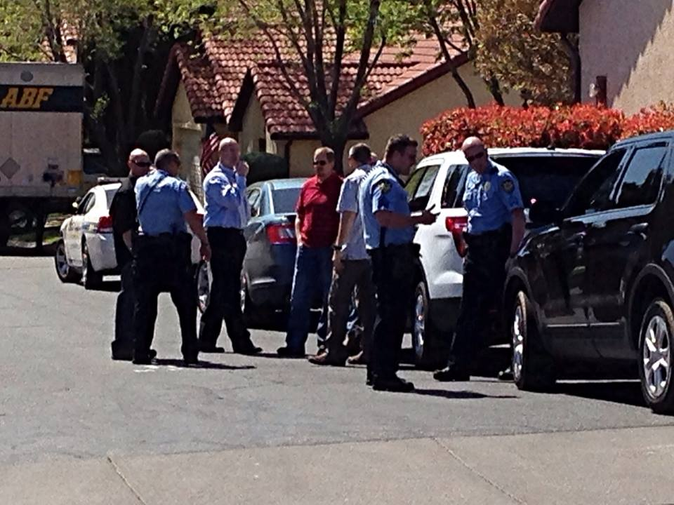 St. George Police officers search for suspicious man near The Mesas condominiums, St. George, Utah, March 25, 2014 | Photo by Kimberly Scott, St. George News