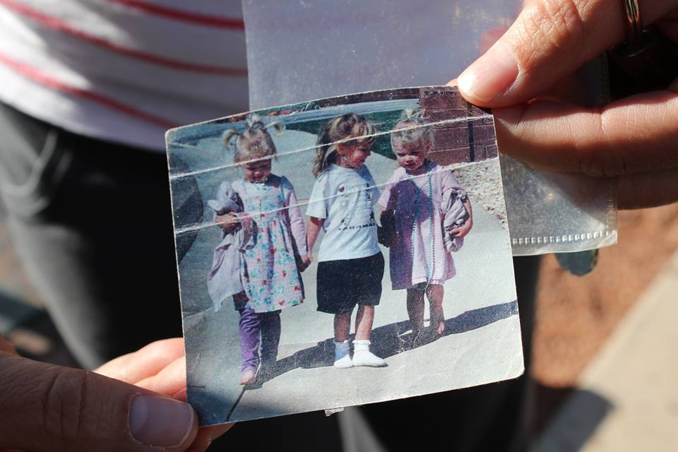 L-R, Megan Dunn, McKenzie Adams, Wendy Dunn are shown as children in the photo being shown to those in attendance at a reunion between artist, L'Deane Trueblood and the three girls in St. George Town Square, St. George, Utah, April 12 | Photo by Amber Green, St. George News