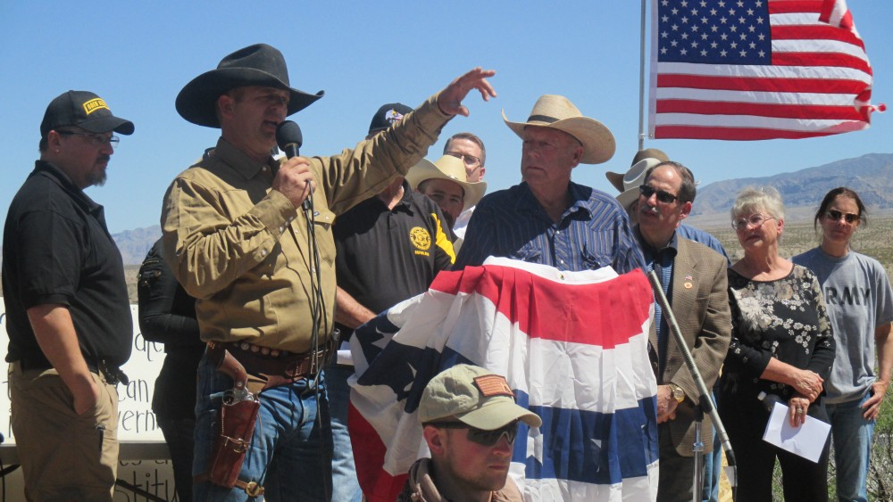 Ryan Bundy (back cowboy hat, tan shirt) recapping events related to the BLM-Bundy Ranch standoff over impounded cattle, Bunkerville, Nev., April 2014 | Photo by Mori Kessler, St. George News