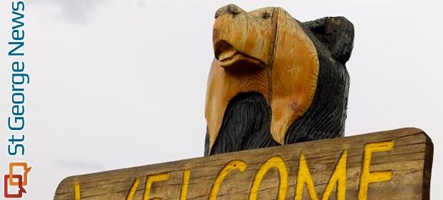 Chain saw for change black bear diner hosts master carver