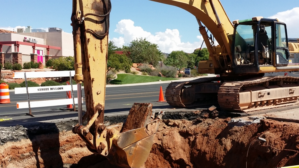 Crews work to clean out a sinkhole on Sunset Boulevard, St. George, Utah, Sept. 20, 2014   Photo by Joyce Kuzmanic, St. George News