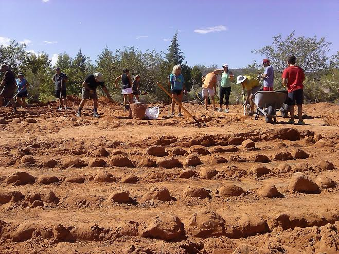 Volunteers work at the Desert Rose Labyrinth Sculpture Garden in Kayenta, Utah, Sept. 19, 2014 | Photo by Aspen Stoddard, St. George News