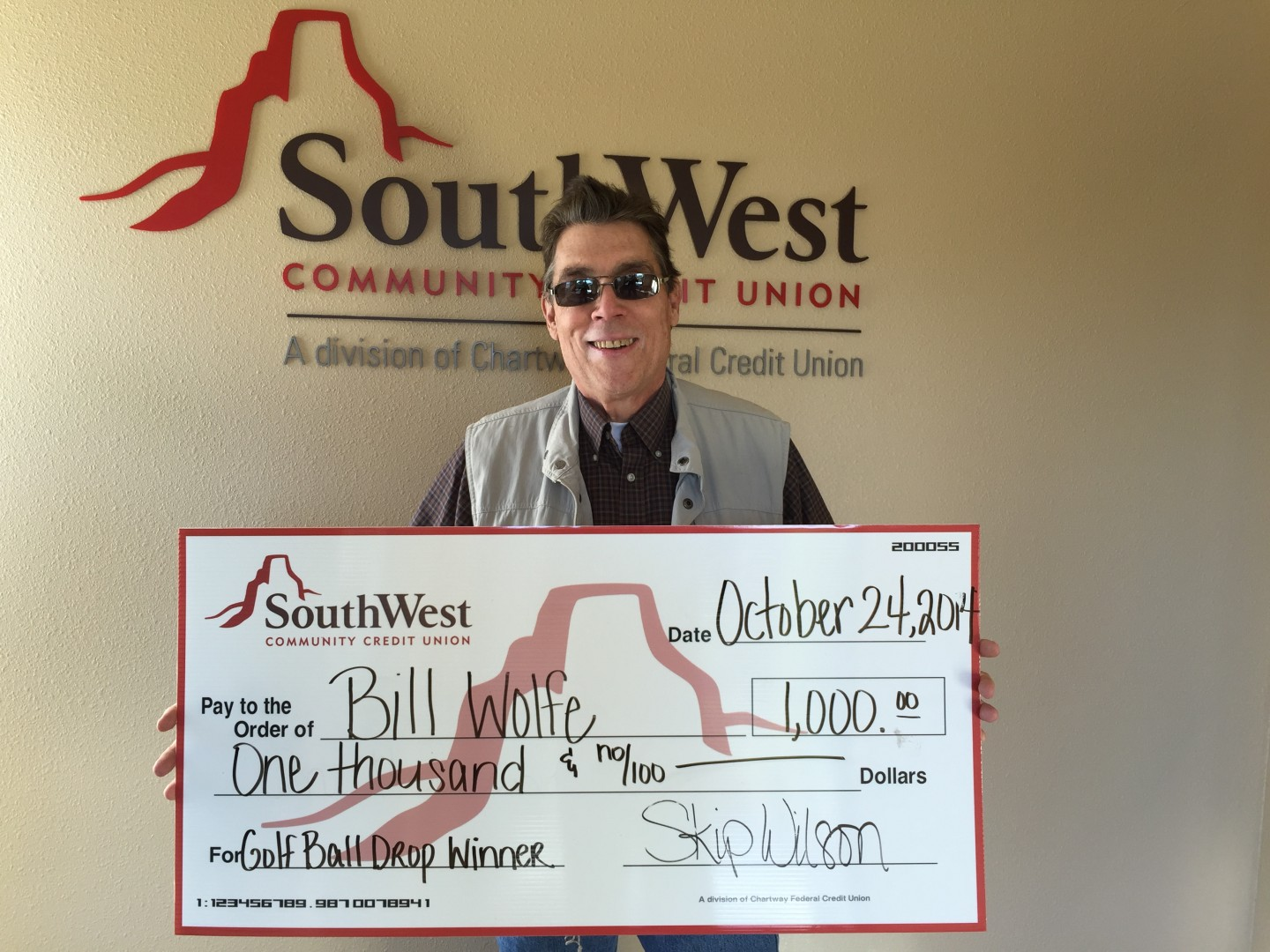 Bill Wolfe displays the $1,000 check was awarded from SouthWest Community Federal Credit Union for his participation in the United Way Dixie Ball Drop on Oct. 24, St. George, Utah, Nov. 19, 2014 | Photo courtesy of Rebekah Pectol, for St. George News