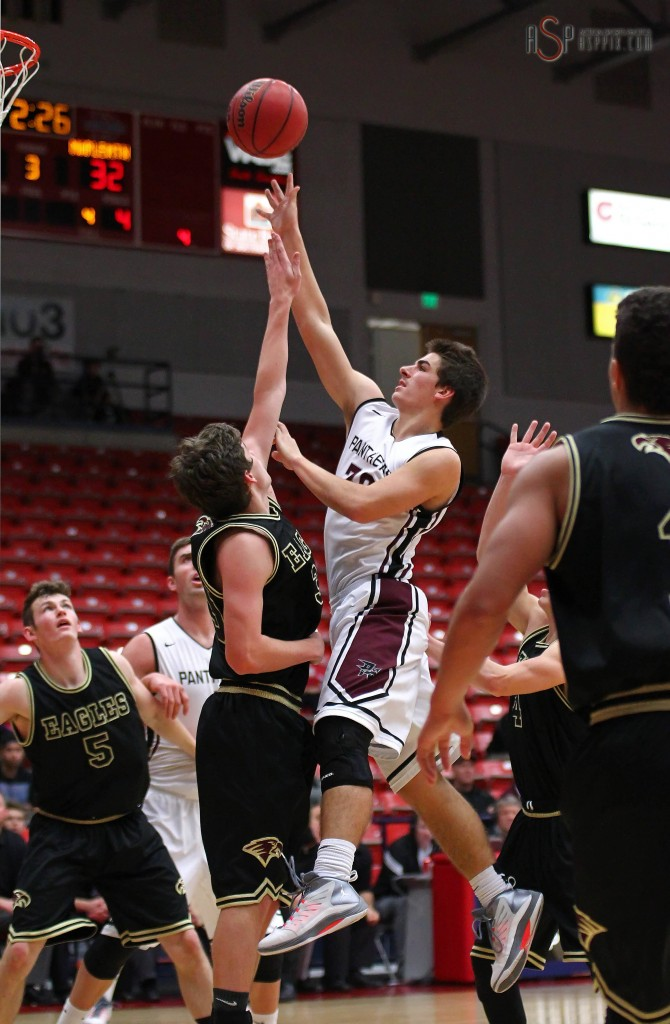 Steve Bangerter puts up a shot in the paint, Pine View vs. Maple Mountain, Boys Basketball, St. George, Utah, Dec. 18, 2014 | Photo by Robert Hoppie, ASPpix.com, St. George News