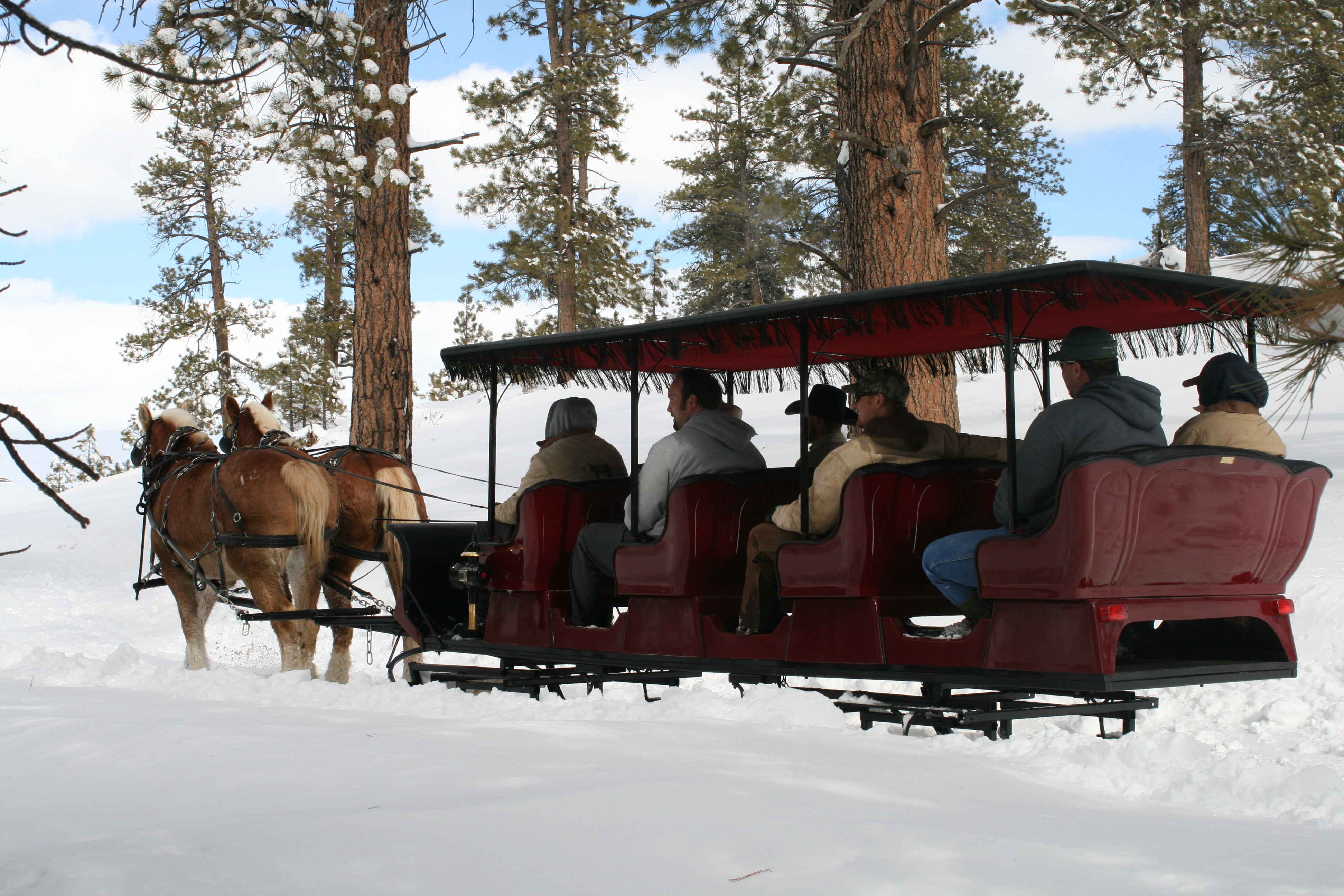 Historic Ruby's Inn hosts Bryce Canyon Winter Festival, Bryce Canyon, Utah, February 2014 | Photo courtesy of Ruby's Inn/Bryce Canyon Country Tourism Office, St. George News