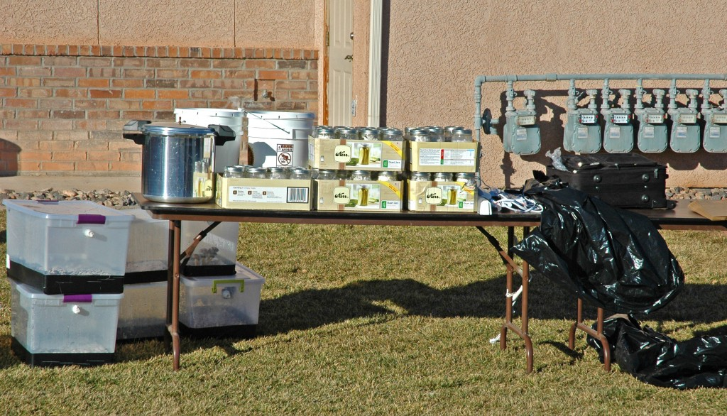 Washington County Drug Task Force, DEA agents respond to an apartment in the Desert Rose Apartment complex at 2929 E. 450 North where multiple containers of alleged narcotics were found by sheriff's deputies, St. George, Utah, Jan. 23, 2015 | Photo by Brett Barrett, St. George News