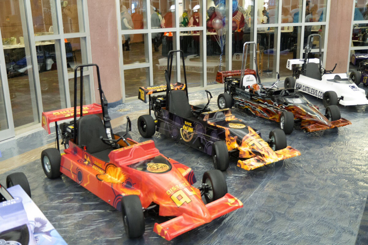 Skywest S Mini Indy Roars Around Ridge Top Complex Annual