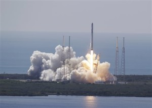 The SpaceX Falcon 9 rocket and Dragon spacecraft lifts off from Space Launch Complex 40 at the Cape Canaveral Air Force Station in Cape Canaveral, Fla., Sunday, June 28, 2015. The rocket carrying supplies to the International Space Station broke apart shortly after liftoff | Photo by AP John Raoux, St. George News