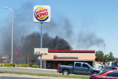 Smoke from the rooftop fire at Burger King on Red Cliffs Drive, Washington City, Utah, July 27, 2015 | Photo courtesy of Brendon Gunn, St. George News