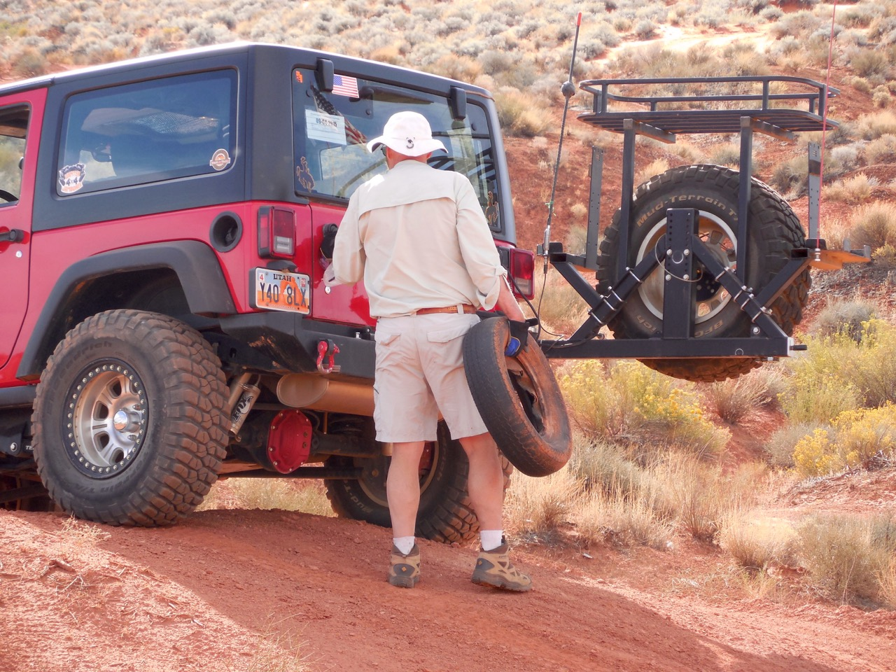 Members of the Desert Roads and Trails Society pick up trash and mark trails in the Sand Mountain OHV Area on National Public Lands Day, Hurricane, Utah, Sept. 26, 2015 | Photo courtesy Desert RATS, exclusive to St. George News