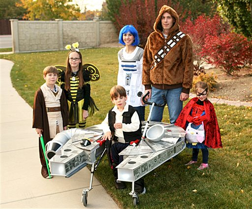 Chantelle Bailey and her husband, Patrick, pose with their children, from left, Holden, Eden, Sebastian, and Ava, 3 in their Halloween costumes. Sandy, Utah, Oct. 27, 2015 | Photo courtesy of Chantelle Bailey via AP, St. George News