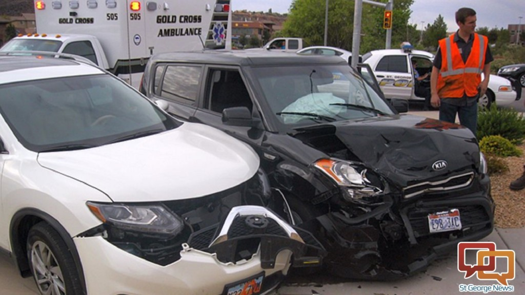 maroon nissan rogue with Rsw 3 Car Accident on Honda Fit Overhead Airbag Washington Pictures additionally Rsw 3 Car Accident as well Nissan Rogue Air Conditioning Mobile furthermore 2007 Nissan Sentra Value besides Interior.