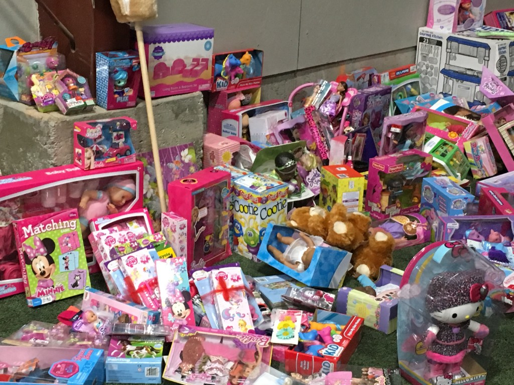 Toys For Christmas Stuff : Police officer helps toys for tots bring christmas to