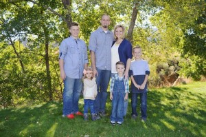 Janna Davidson with her husband James and her children. Davidson was recently diagnosed with a rare and aggressive type of cancer, Cedar City, Utah, Dec. 4, 2015 | Photo courtesy of Stephanie May