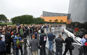 People attend a Day of Remembrance Ceremony to honor the lives of the seven crew members of the Challenger space shuttle on the 30th anniversary of the 1986 tragedy, at the Kennedy Space Center Visitor Complex on Thursday, Jan. 28, 2016. In addition to paying tribute to the Space Shuttle Challenger, they also honored all of those who have fallen since the beginning of the U.S. space program. Cape Canaveral, Florida, Jan. 28, 2016 | Photo by Tim Shortt for Florida Today via AP, St. George News