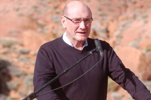 Tuacahn Board of Directors Vice Chairman, Hyrum Smith addresses the assembly at the groundbreaking for the new Tuacahn Arts Center, Ivins, Utah, January 20, 2016 | Photo by Hollie Reina, St. George News
