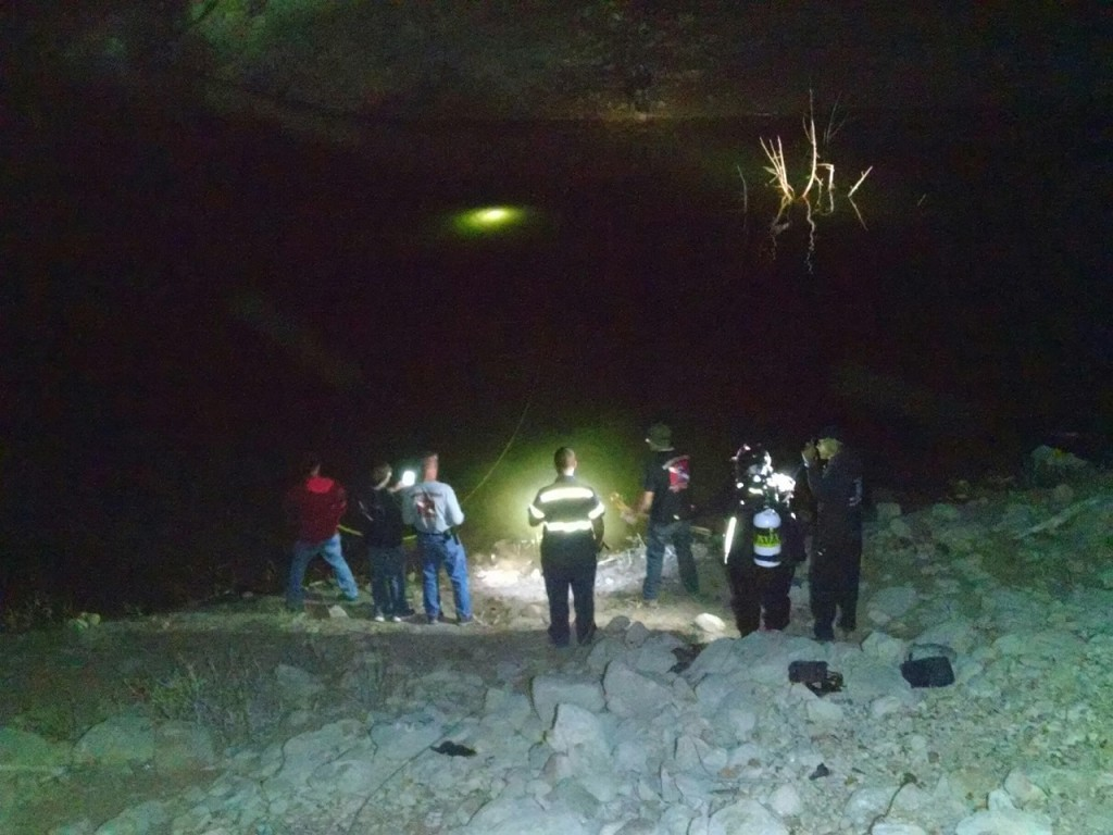 SAR divers locate vehicle and shine flashlight through water at location, Gunlock Reservoir, Utah, March 3, 2016| Photo courtesy of Deputy Darrell Cashin