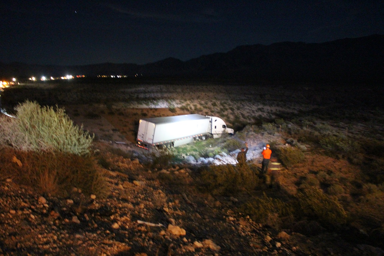 Semitrailer crashes down 30-foot embankment off I-15 – Cedar City News