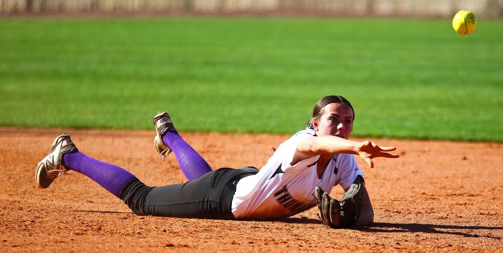 Desert Hills' Shelby Reynolds (10), Desert Hills vs. Snow Canyon, Softball, May 3, 2016, | Photo by Robert Hoppie, ASPpix.com, St. George News