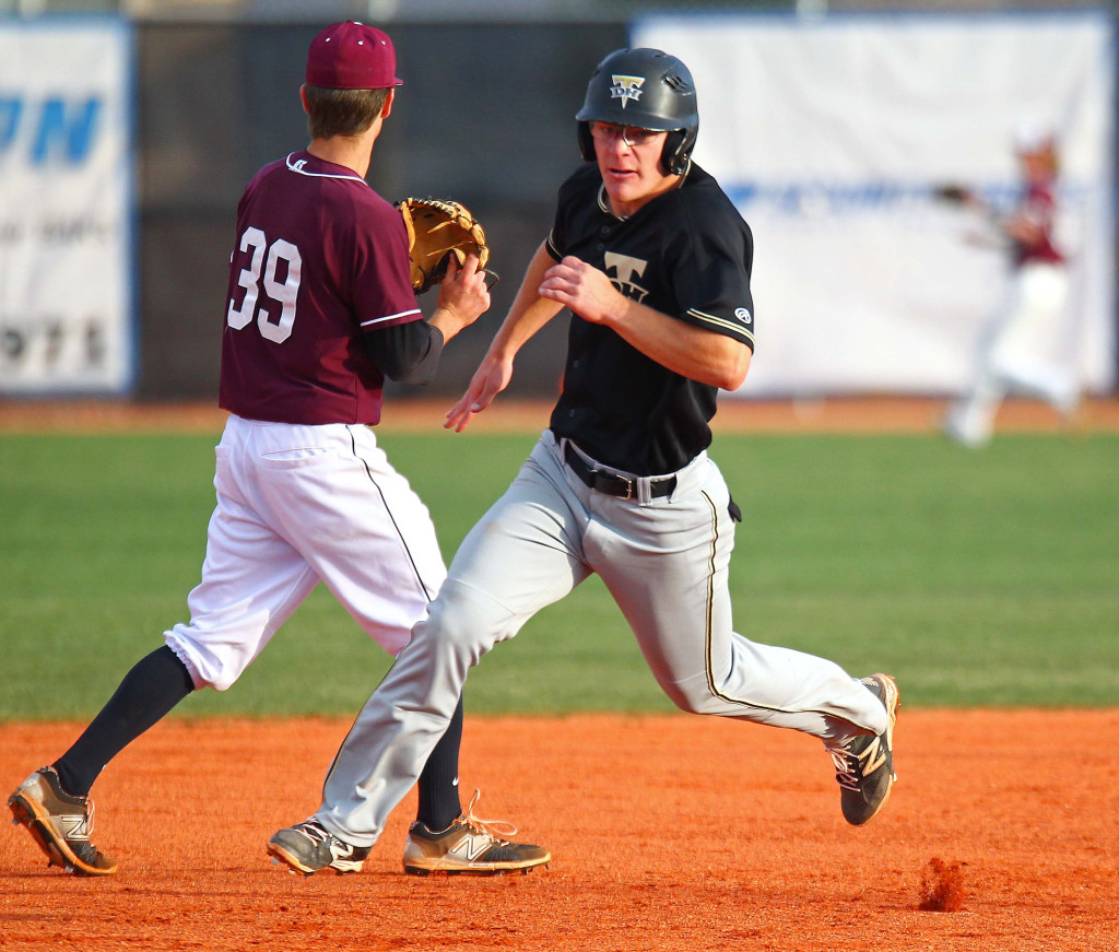 Desert Hills' Chad Nelson (18), Pine View vs. Desert Hills, Baseball, May 6, 2016, | Photo by Robert Hoppie, ASPpix.com, St. George News