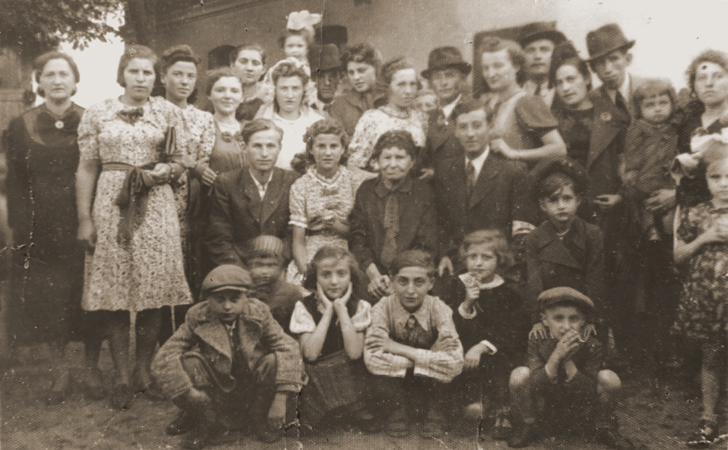 Family portrait taken a wedding of Netl Moncznik, the cousin of Berl Moncznik, most of the family, including all of the children, died durng the holocaust, Niwka, Poland, August, 1939 | Photo courtesy of Penny Lindbaum, St. George News