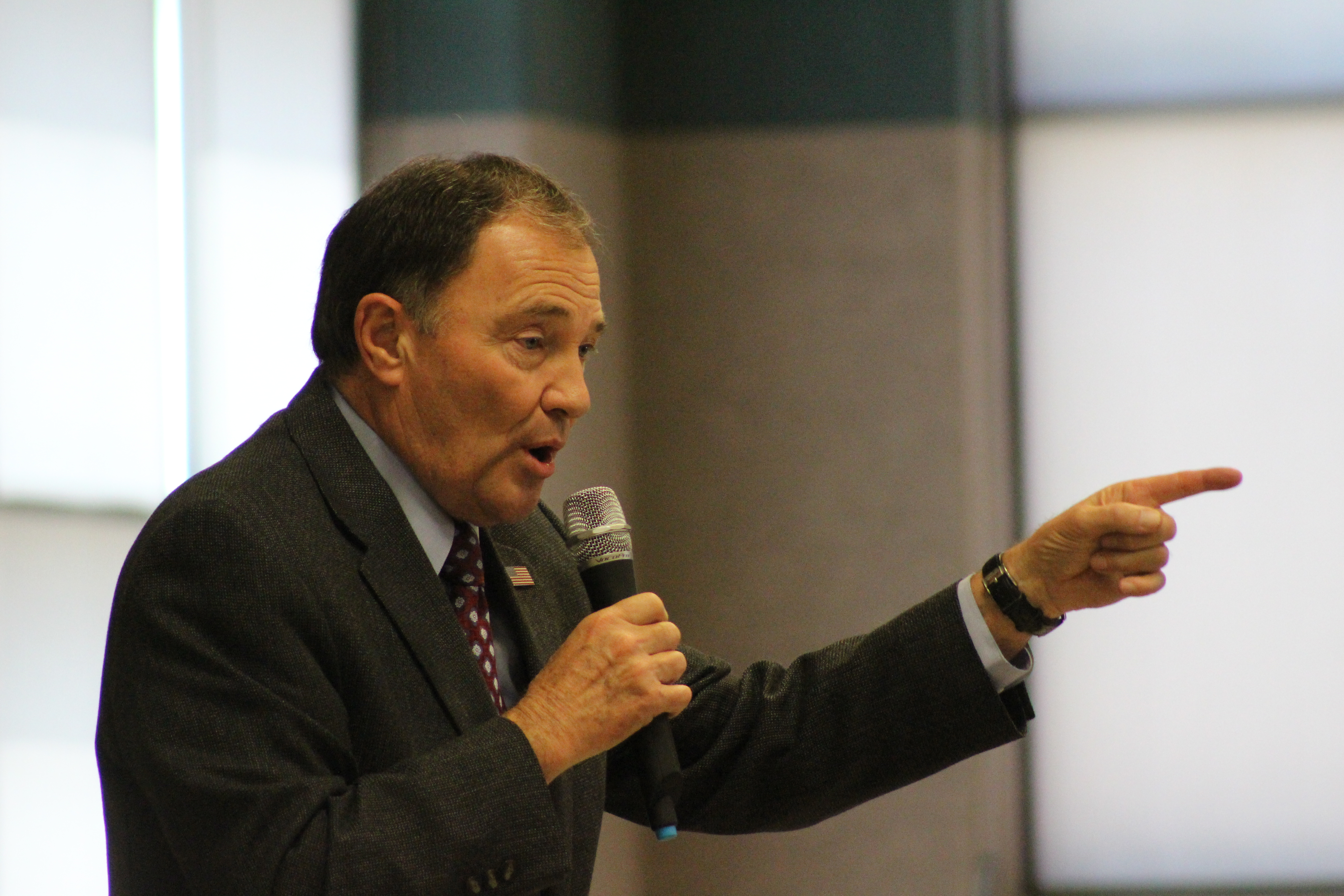 Gov. Gary Herbert visited LaVerkin Elementary after the students issued a reading challenge to Herbert and numerous other celebrities and public figures. LaVerkin, Utah, May 12, 2016 | Photo by Don Gilman, St. George News
