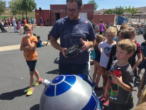 A working replica of R2-D2 built and controlled by Alex Chamberlain pays a visit to students at Hurricane Elementary, Hurricane, Utah, May 4, 2016 | Photo by Hollie Reina, St. George News