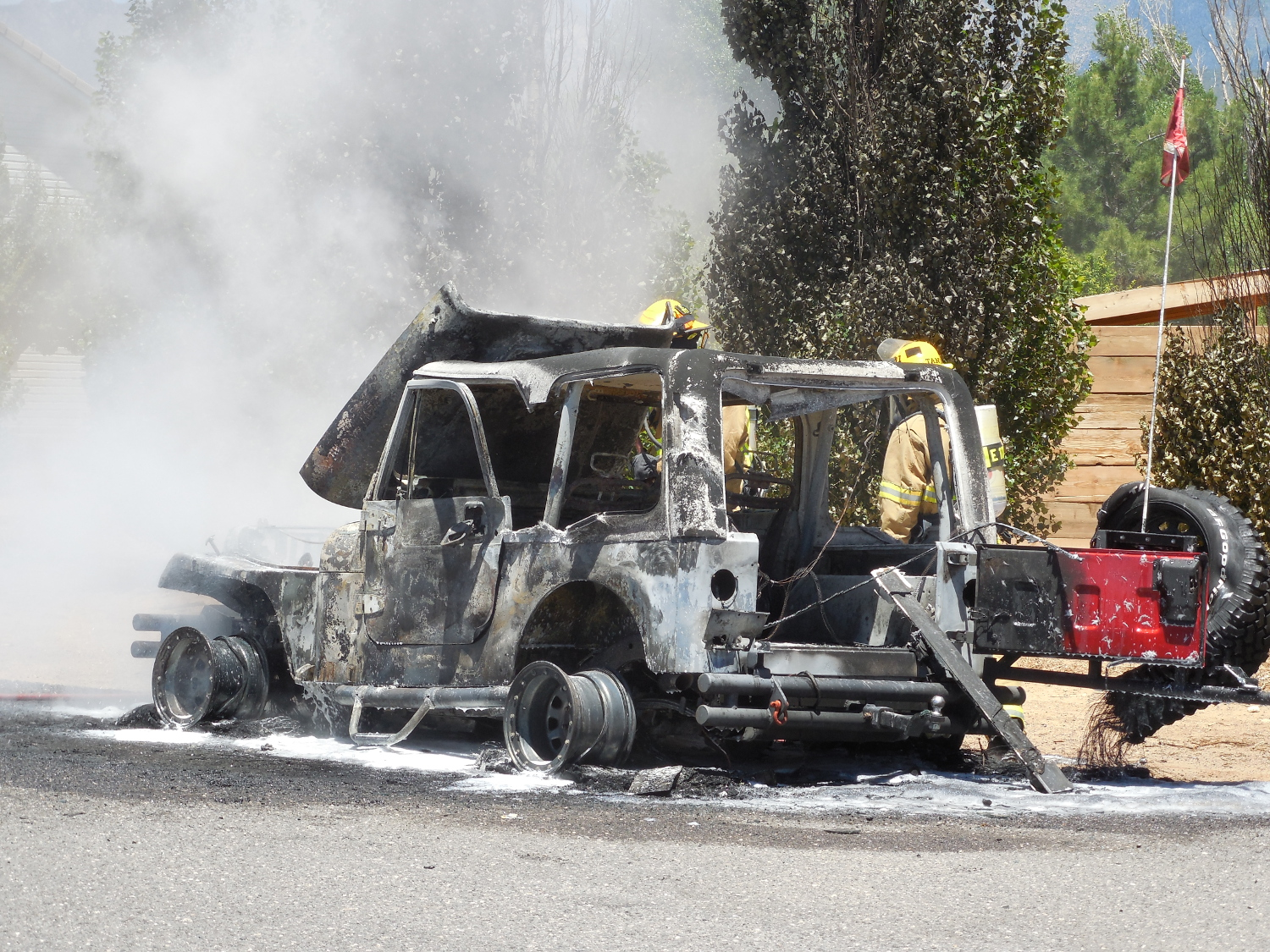 A Jeep burns in Diamond Valley Friday afternoon, Diamond Valley, Utah, June 17, 2017 | Photo by Julie Applegate, St. George News
