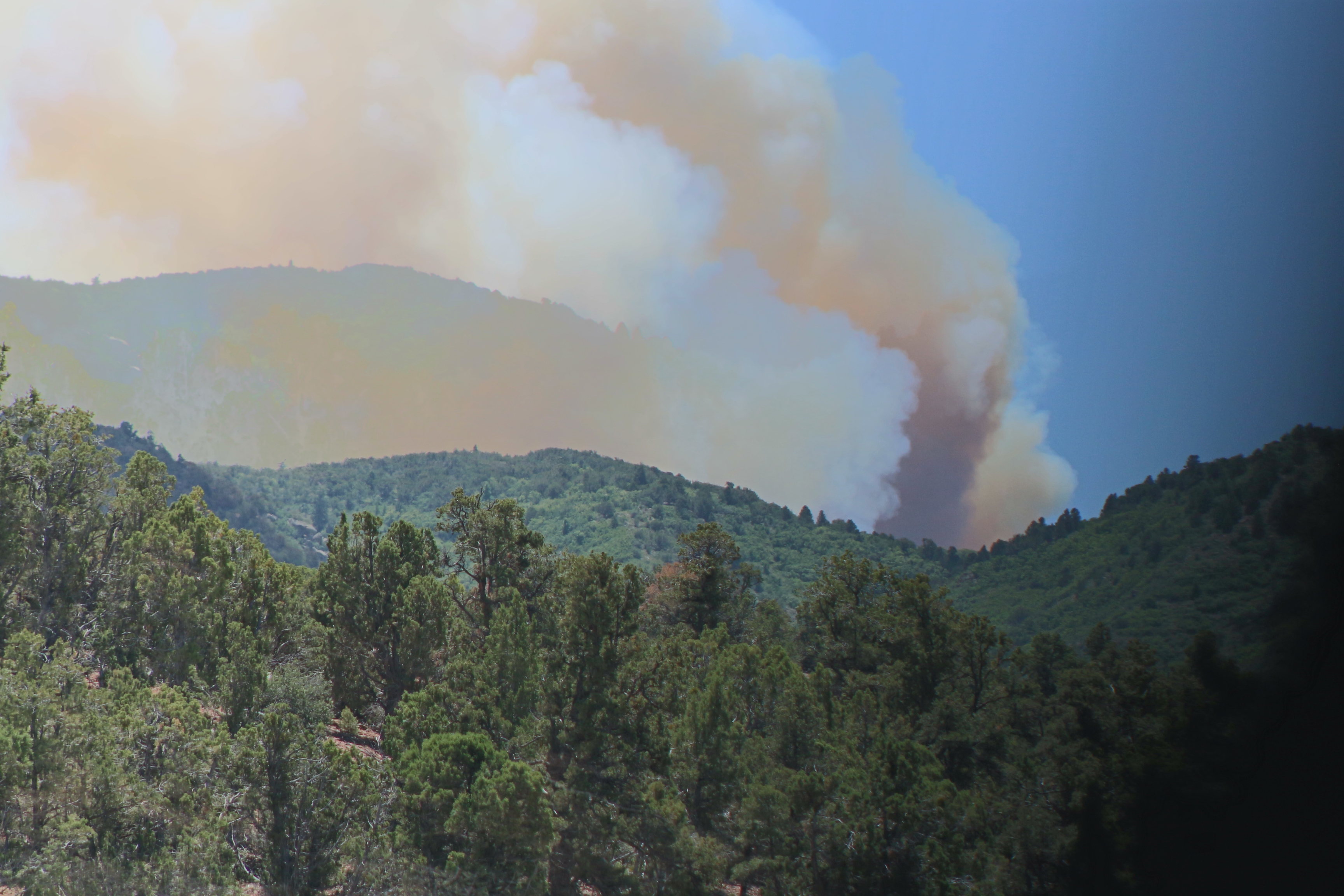 Smoke from the Aspen Fire burning about 15 miles southwest of Cedar City can be seen rising overhead Wednesday, Cedar City, Utah, June 15, 2016 | Photo by Tracie Sullivan, St. George News/Cedar City News