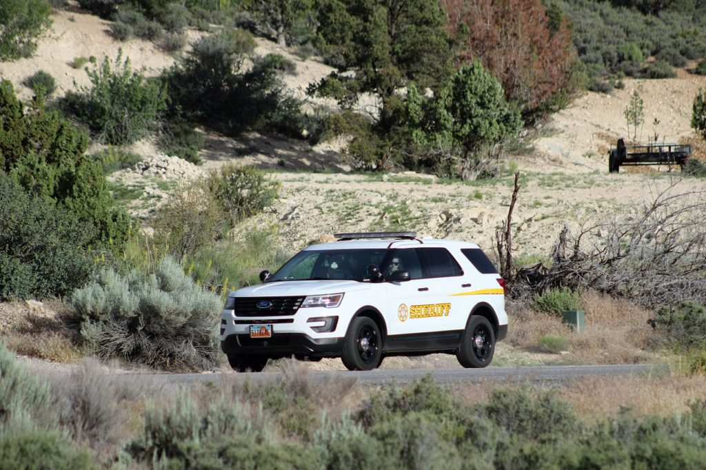 Washington County Sheriffs' Sgt. Brock Bentley near last sighting on W. Amethyst Drive, Diamond Valley, Utah, June 9, 2016 | Photo by Cody Blowers, St. George News