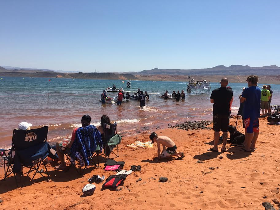 Explore best lakes in washington county to swim boat adventure st george news for Sand hollow swimming pool st george