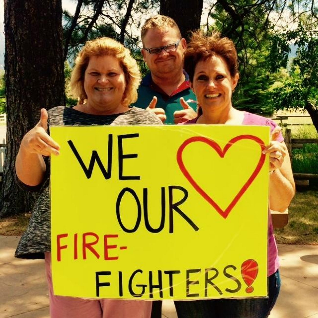 Pine Valley residents showing their support of the many firefighters who have descended on the small community to help combat the Saddle Fire, Pine Valley, Utah, June 30, 2016 | Photo courtesy of InciWeb, St. George News