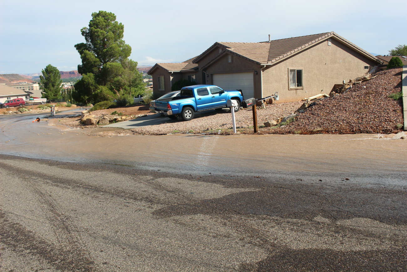 Scene of a Water main break on Vermilllion Avenue that flooded parts of the street and at least one garage, St. George, Utah, Aug. 27, 2016 | Photo by Mori Kessler, St. George News