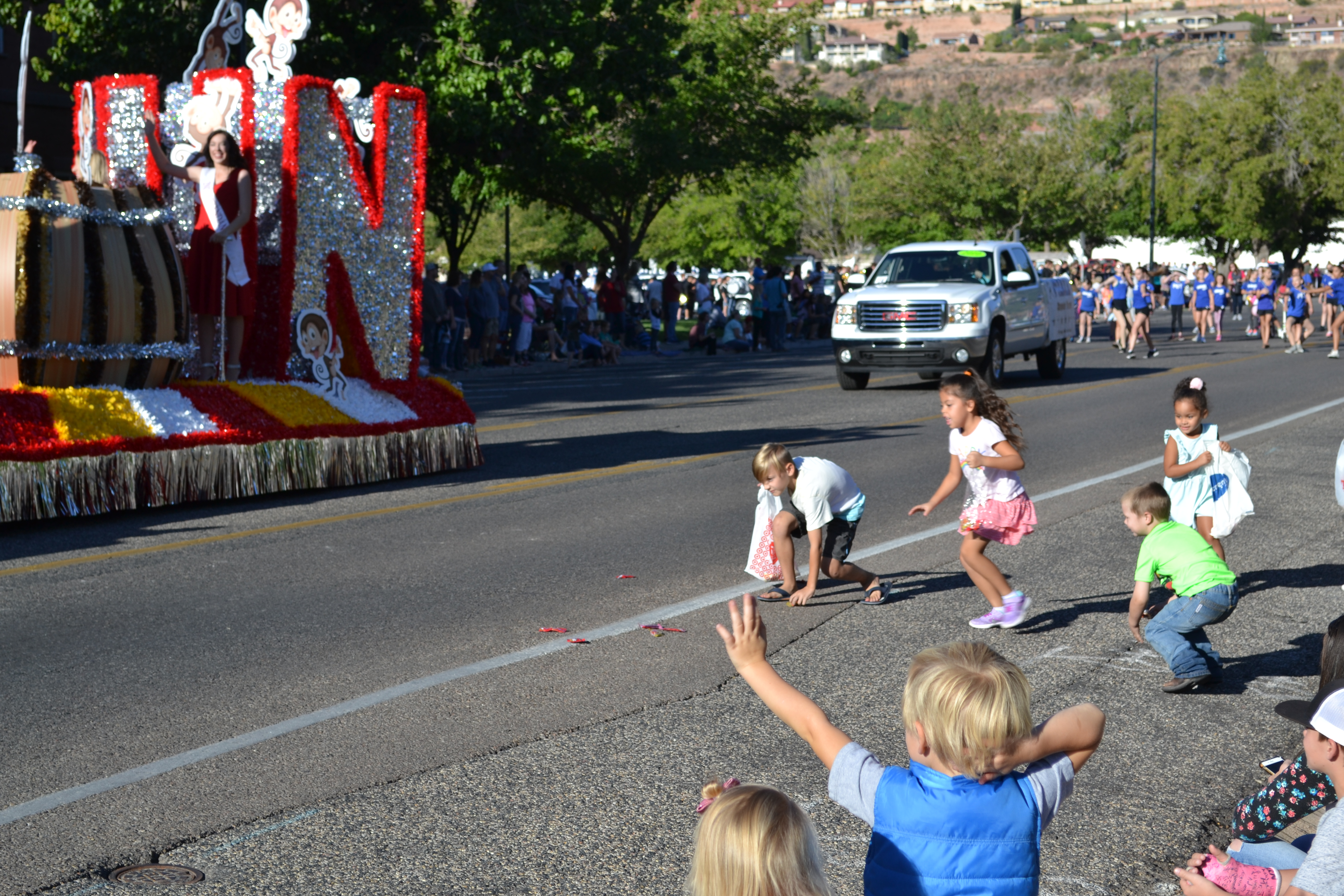 Kids run for candy thrown from a float at the Dixie Roundup Rodeo Parade, St. George, Utah, Sept. 17, 2016 | Photo by Joseph Witham, St. George News