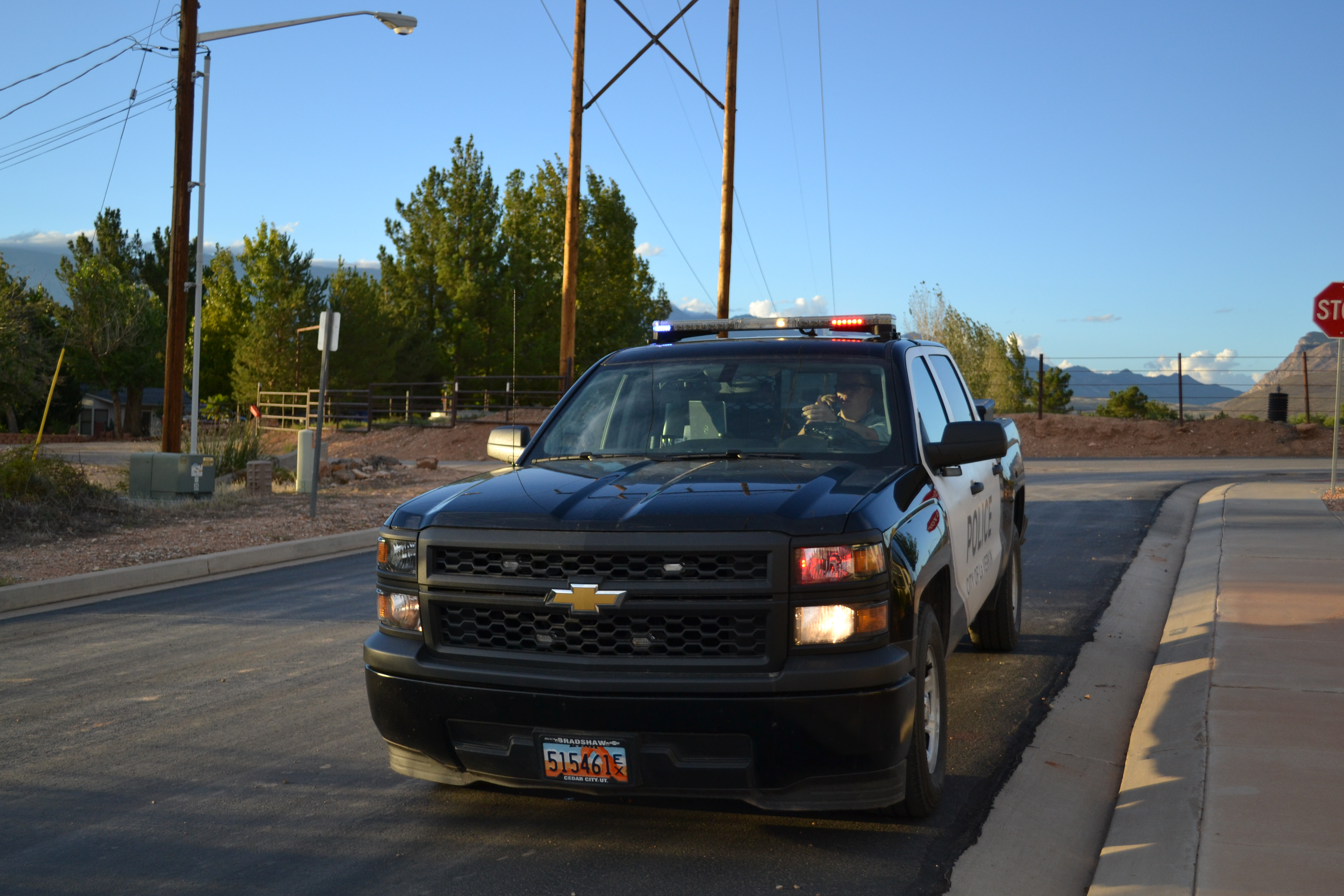 Police respond to the Confluence Park after receiving a call from an injured woman, La Verkin, Utah, Sept. 29, 1016 | Photo by Joseph Witham, St. George News