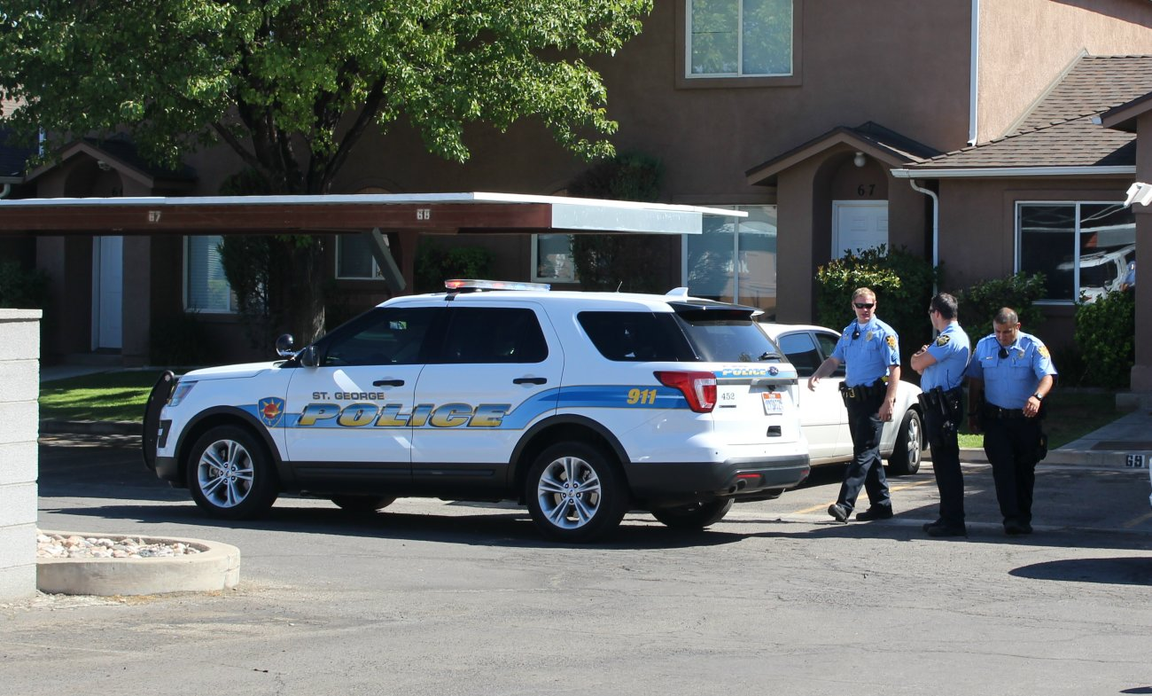 Multiple St. George Police officers converged on an apartment in The Village South subdivision off Sunland Drive after officers called for backup during an arrest and an officer was allegedly assaulted, St. George, Utah, Spet. 8, 2016 | Photo by Mori Kessler, St. George News