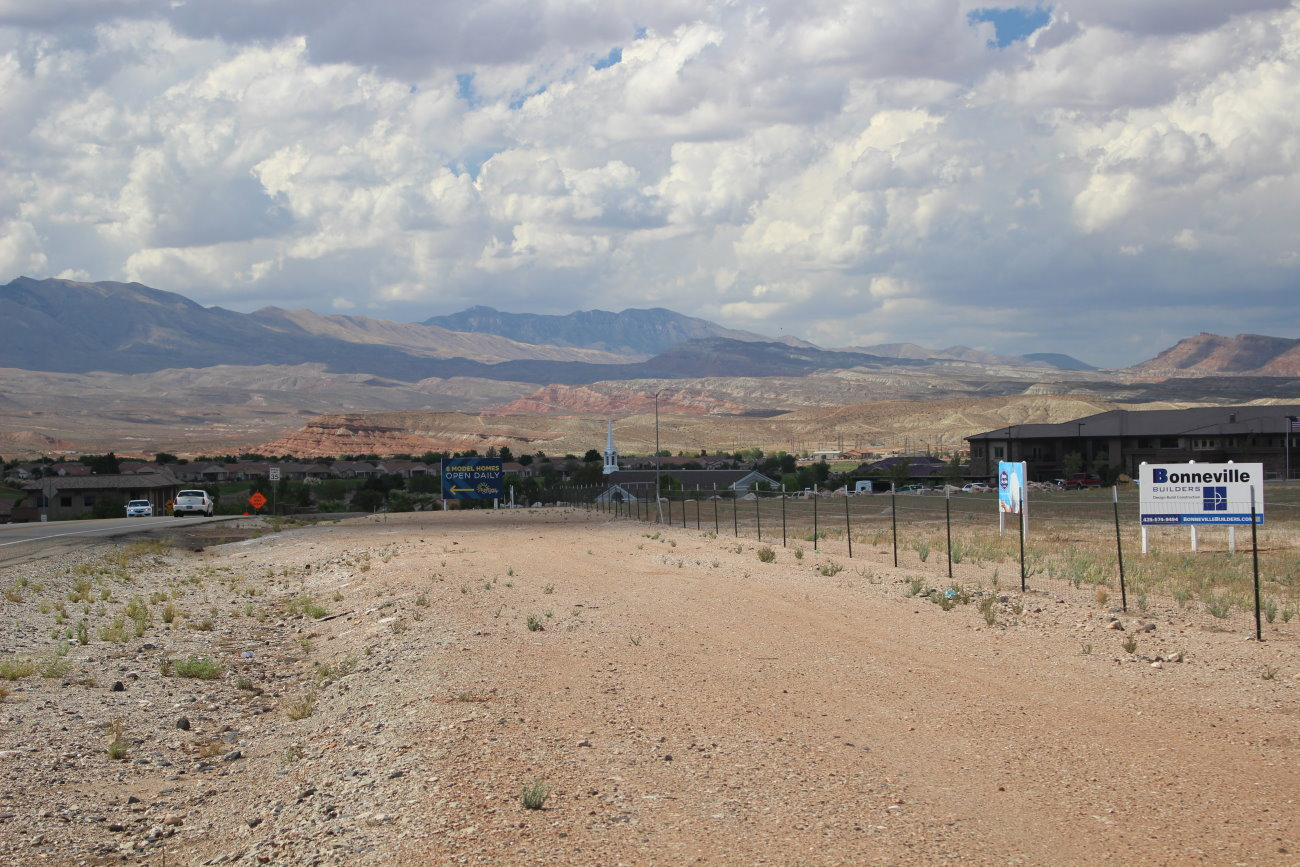 The area along Sunriver Parkway between Arrowhead Canyon Drive and Pioneer Road is the anticipated locate of a new Hampton in Hotel. The hotal is a bone of contention for some residents of the SunRiver area who are worried it will have a negative affect on the community. | Photo by Mori Kesser, St. George News