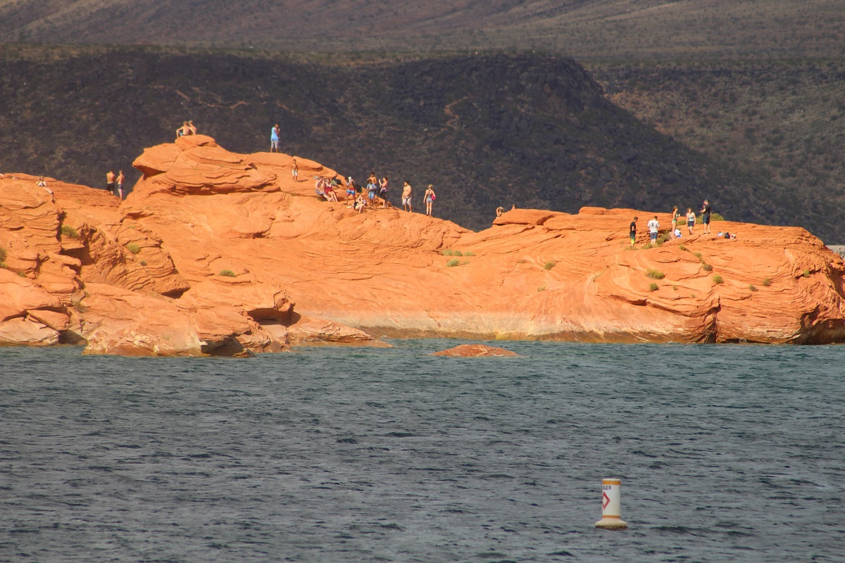 Divers and swimmers on diving rocks at Sand Hollow State Park, Hurricane, Utah, Sept. 3, 2016 | Photo by Cody Blowers, St. George News