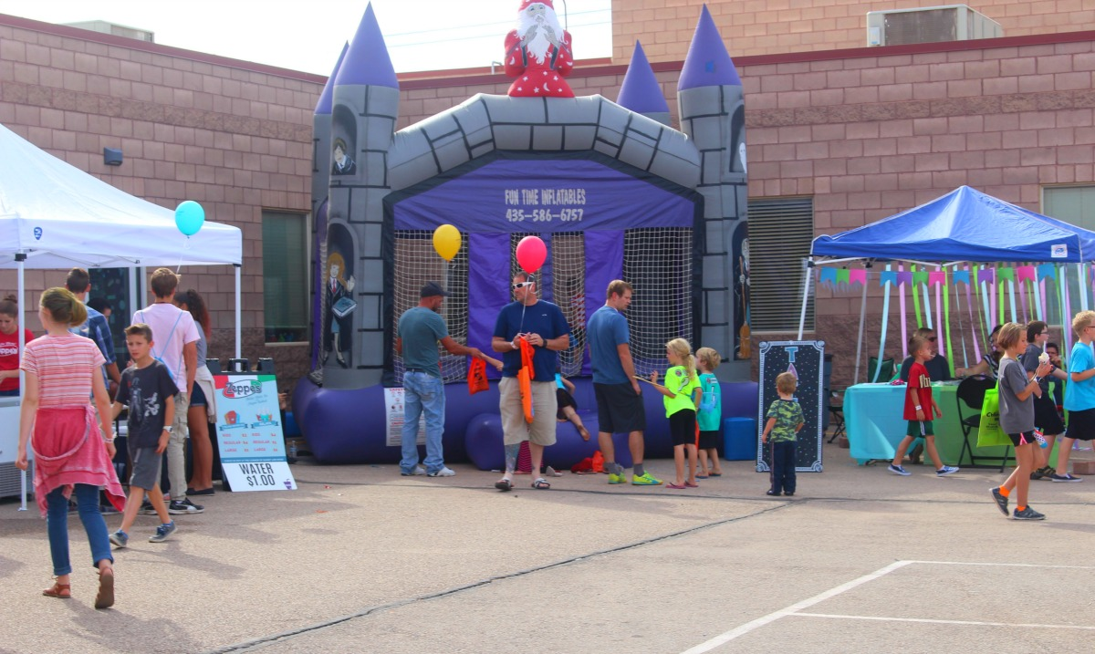 George Washington Academy's fall festival attractes hundreds of guests and is the biggest fundraiser of the year, George Washington Academy, St. George, Utah, Oct. 8, 2016 | Photo by Cody Blowers, St. George News