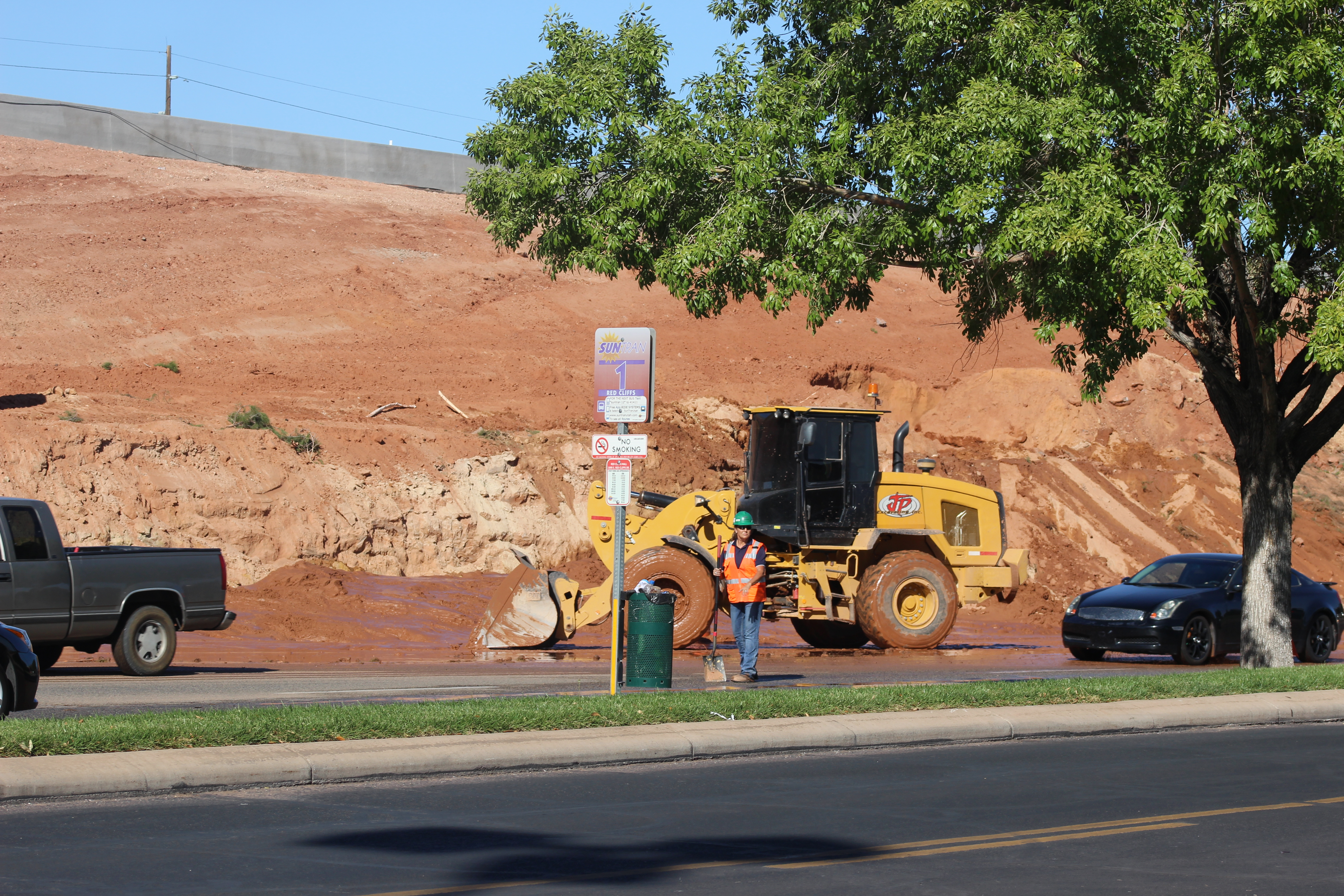 Crews work to contain a water main break on Red Cliffs Drive Tuesday. St. George, Utah, Oct. 16, 2016 | Photo by Ric Wayman, St. George News