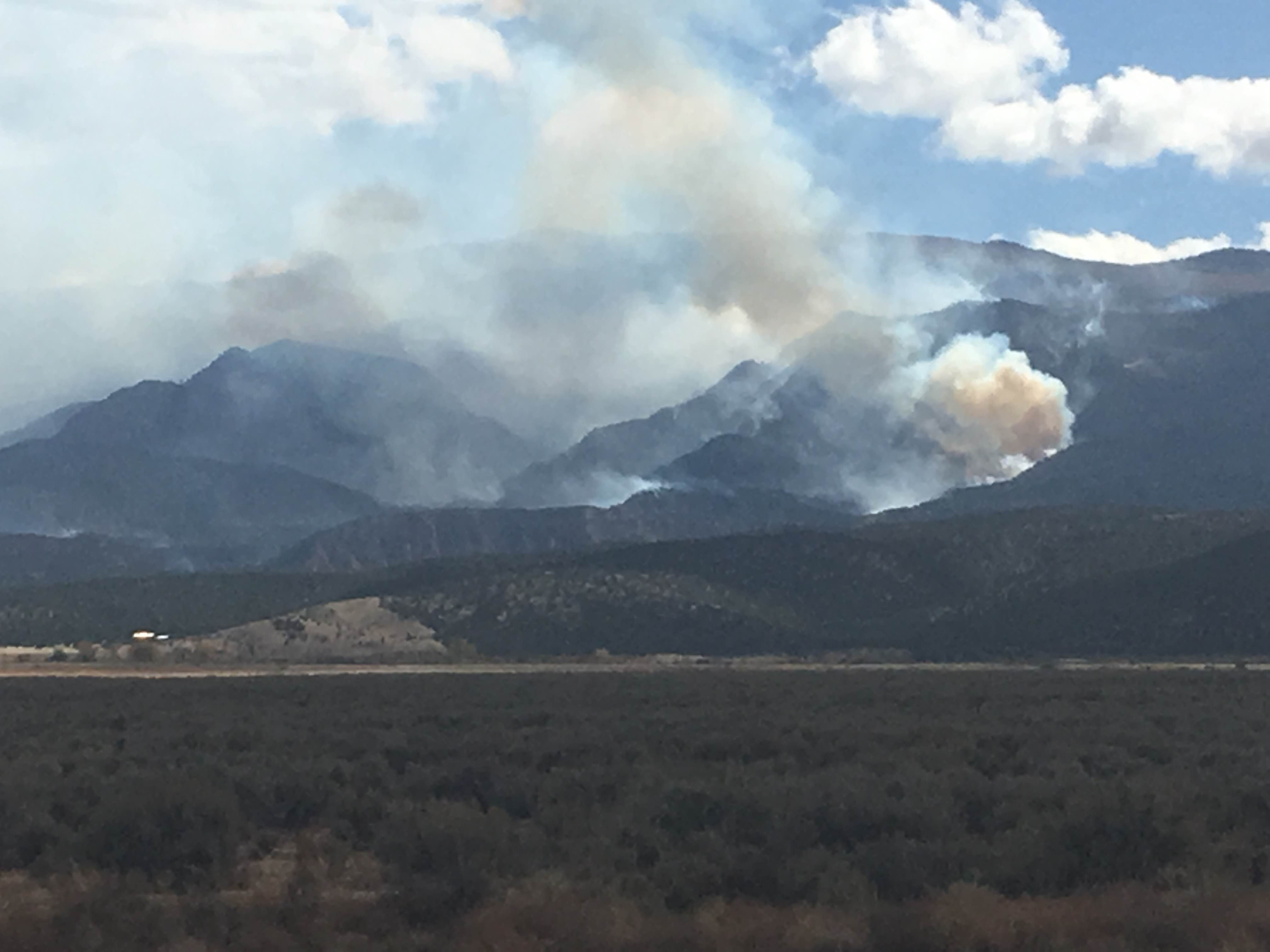 Smoke from the Hicks Creek Fire as of Monday afternoon. The Fire has grown the 1,500 acres since it was first reported Sunday afternoon. The fire itself is burning about 3 miles southwest of Cedar City Iron County, Utah, Oct. 17, 2016 | Photo by Tracie Sullivan, Cedar City News / St. George News