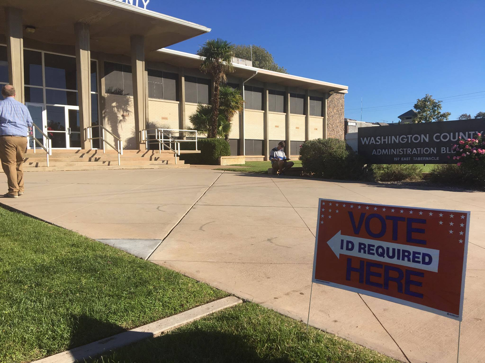 A voter goes into the Washington County Administration Building, 197 E. Tabernacle St. Tuesday morning. The electronic voting machines have been operational since polls opened. A poll worker told St. George News voters are coming to the location to vote in light of long lines and down machines at other locations in the county. St. George, Utah, Nov. 8, 2016 | Photo by Mori Kessler, St. George News