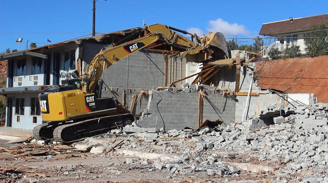 Crews work to demolish the Knights Inn located at 175 N. 1000 East to make way for construction of a Comfort Inn in its place, St. George, Utah, Nov. 29, 2016 | Photo by Mike Cole, St. George News