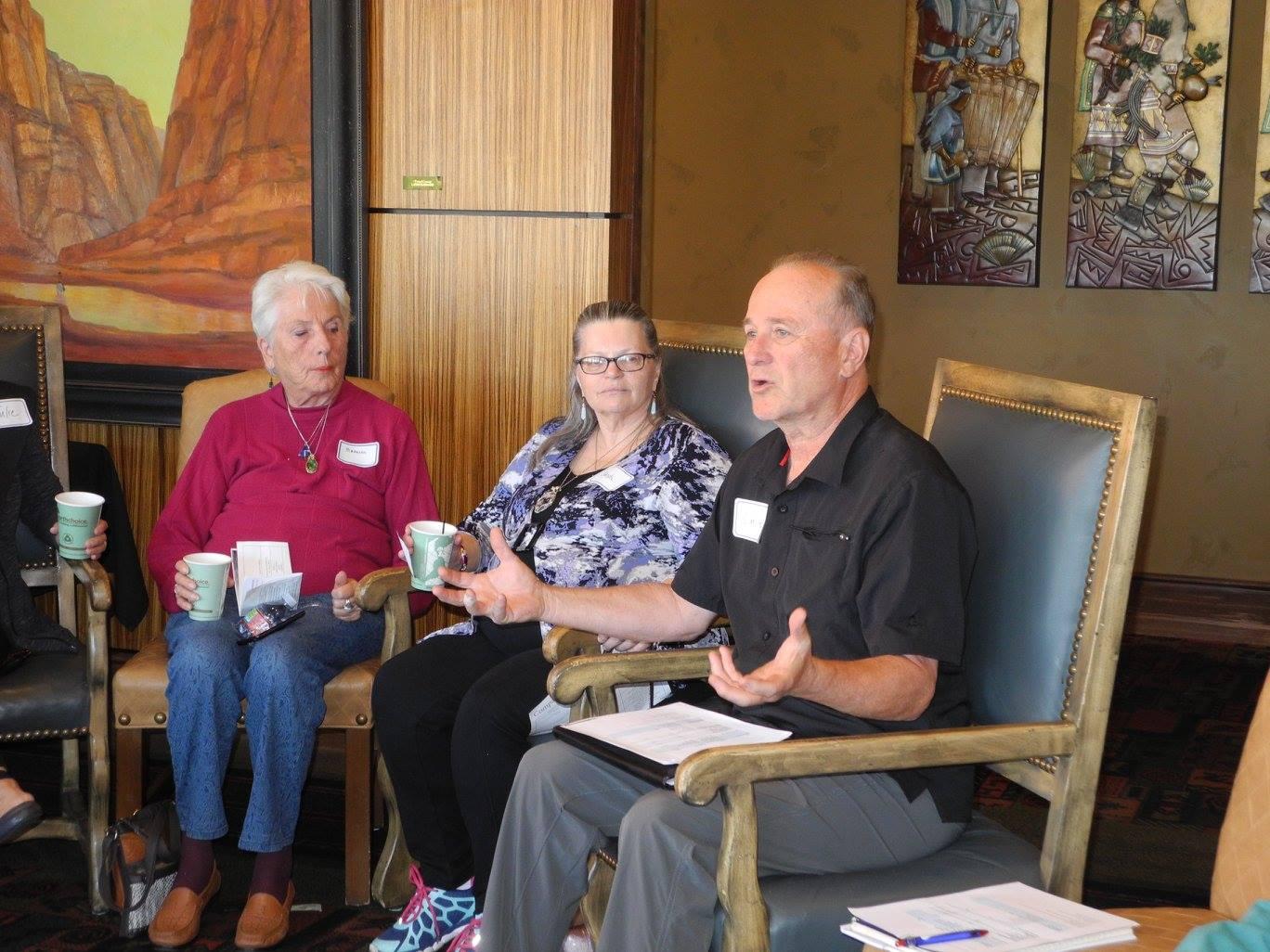 Dale Joel discusses cohousing with prospective candidates, St. George, Utah, Nov. 19, 2016 | Photo courtesy of St. George Cohousing, St. George News
