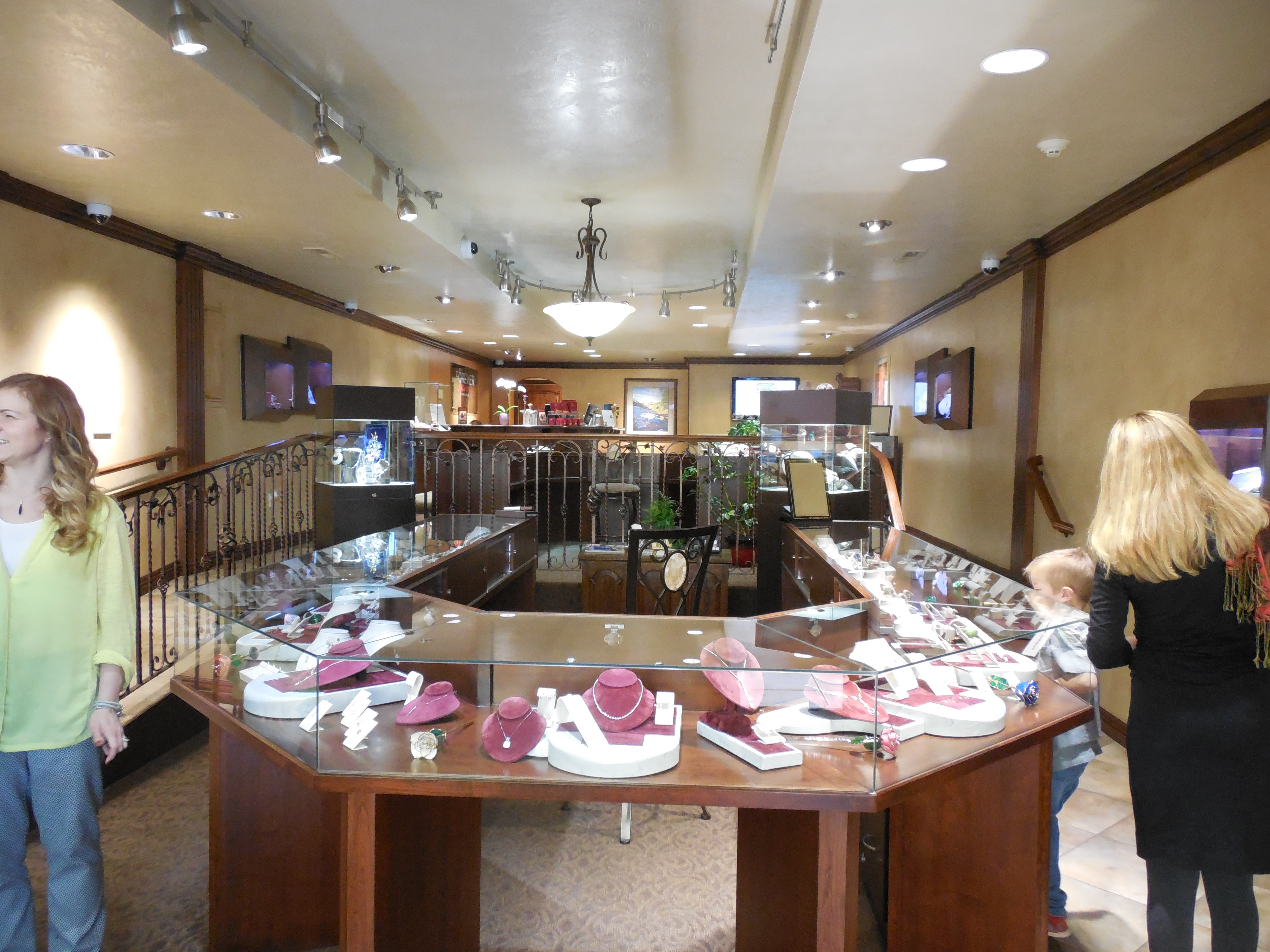 Interior of Forever Young Fine Jewelers, St. George, Utah, Nov. 17, 2016 | Photo by Julie Applegate, St. George News