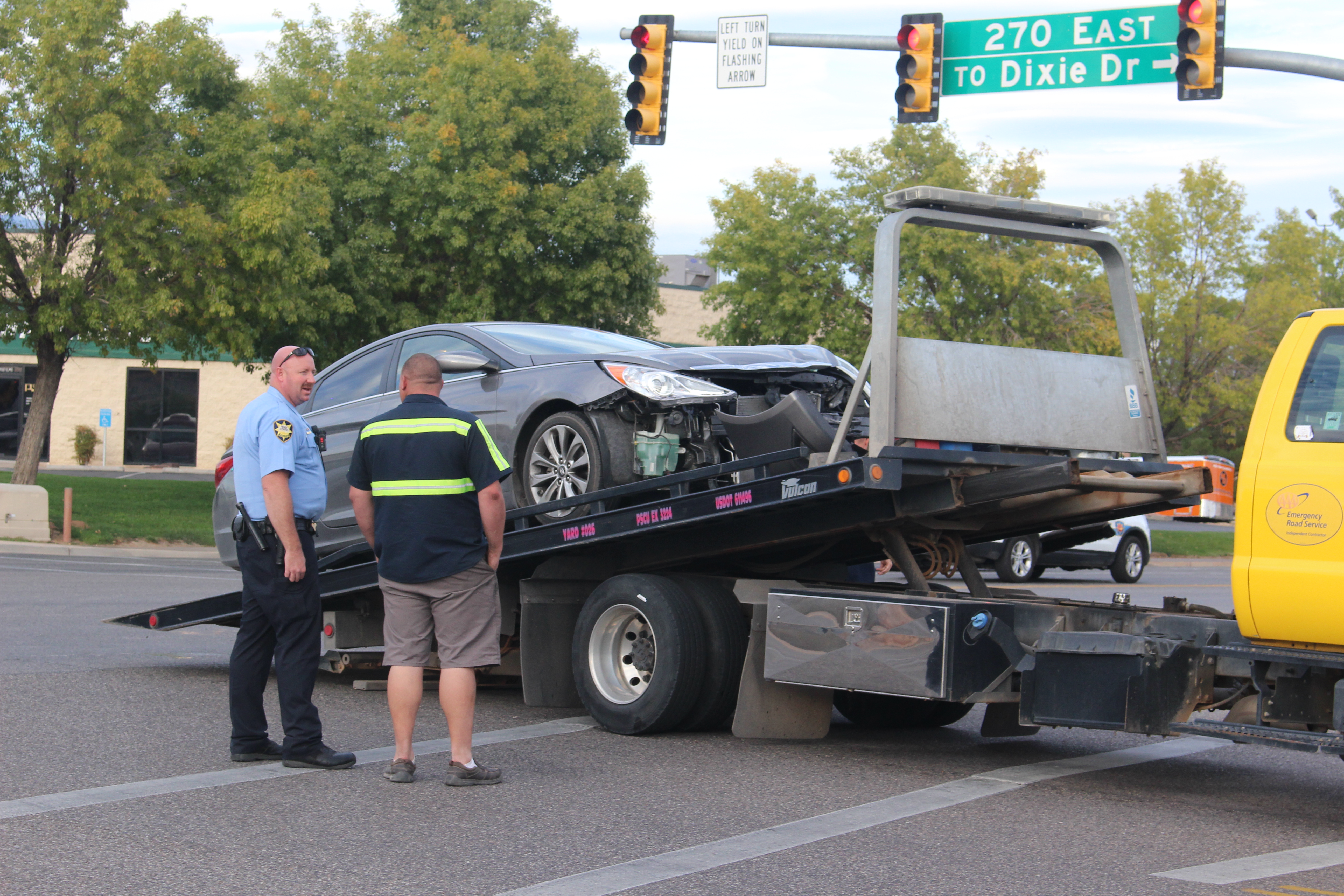 A Hyundai is towed after a 3-car crash on Riverside Drive, St. George, Utah, Nov. 12, 2016 | Photo by Joseph Witham, St. George News