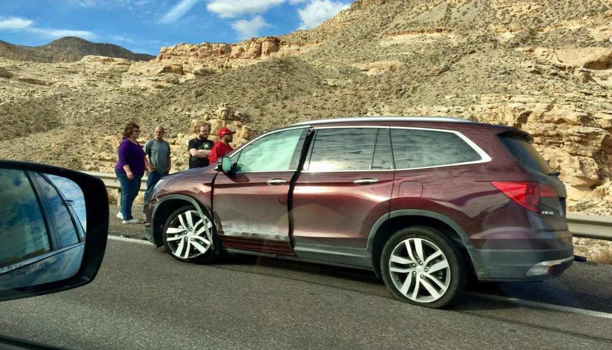 A red Honda Pilot contributes to traffic delays after crashing on southbound Interstate 15 near mile marker 23 in the Virgin River Gorge, Mohave County, Ariz., November 26, 2016   Photo courtesy of Cathy Eberhart Barber, St. George News