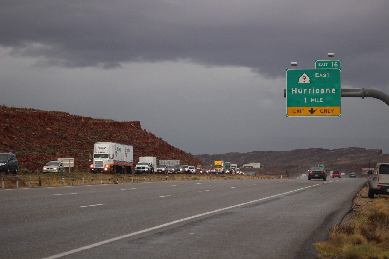 Traffic on southbound I-15 backs up due to collisions at milepost 13 and 15, Hurricane, Utah, Nov. 21, 2016 | Photo by Mori Kessler, St. George News